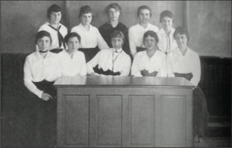 The editorial staff of the 1917-1918 Goucher College Weekly.  [Photo: Goucher Special Collections and Archives].