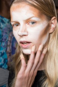 hood-by-air-hba-ss16-makeup-backstage-contour-the-blush-hunter2